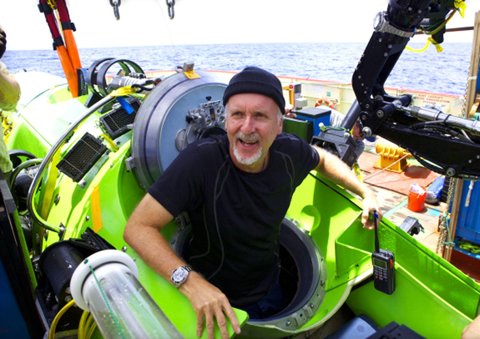 James-Cameron-after-successful-dive-with-Rolex-DEEPSEA-CHALLENGE-on-Robotic-Arm-1lehi6l