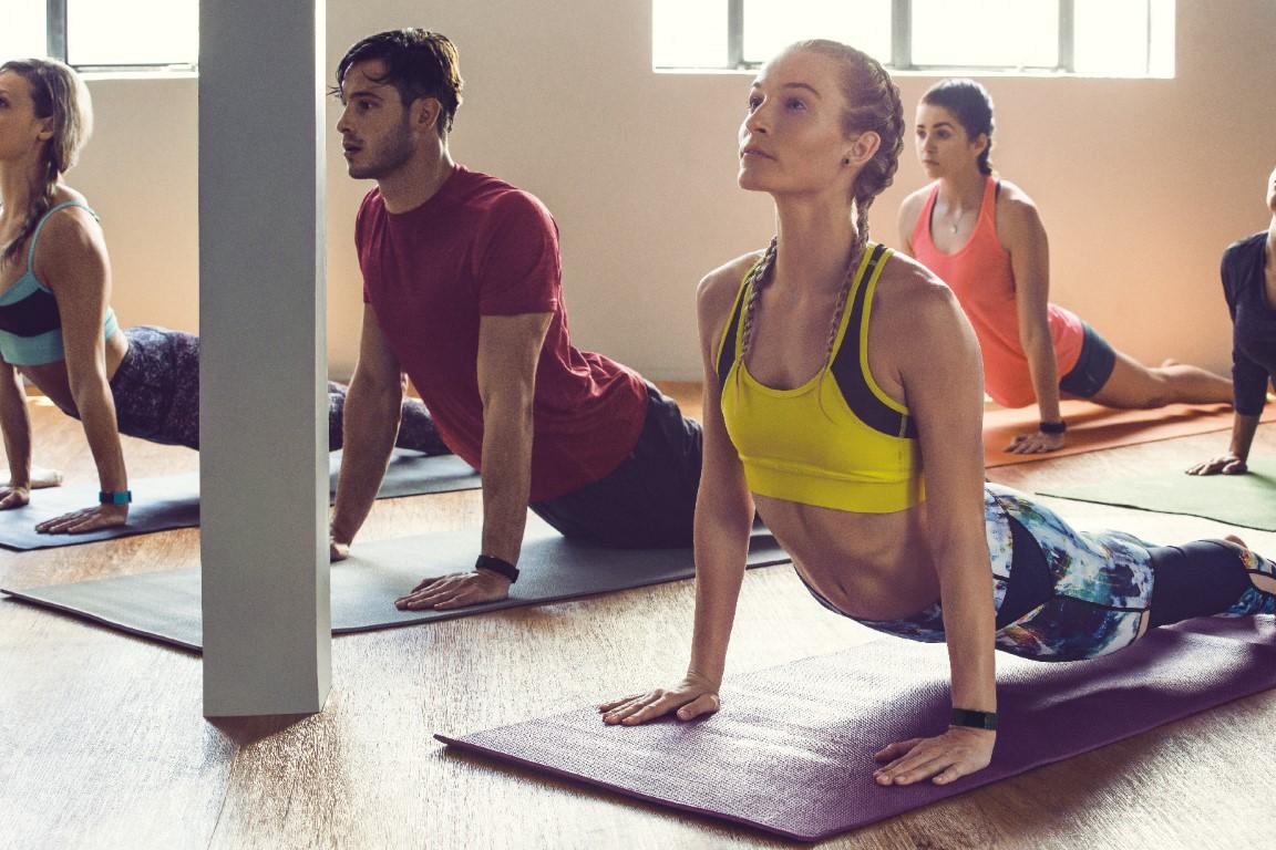 Fitbit Charge 2_Yoga Studio_Lifestyle