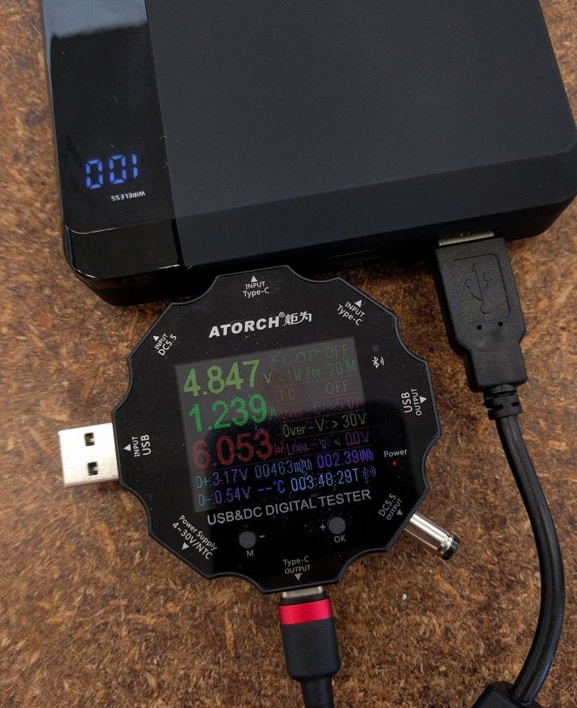 Voltage and current output on ALOGIC power bank